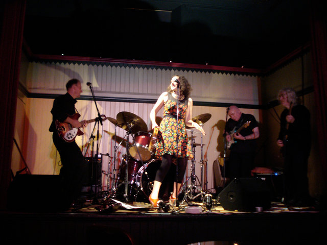 Flora and the Glamweeds in concert, 2008.